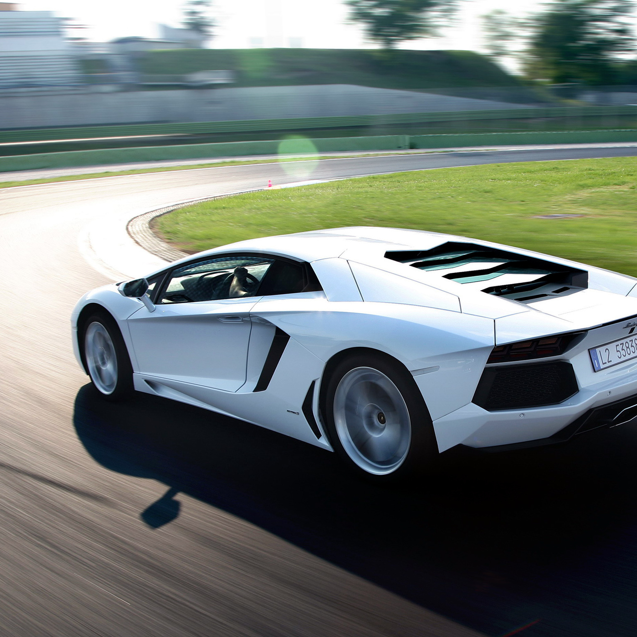 Lamborghini Aventador The new iPad wallpaper ilikewallpaper com Lamborghini Aventador   iPad