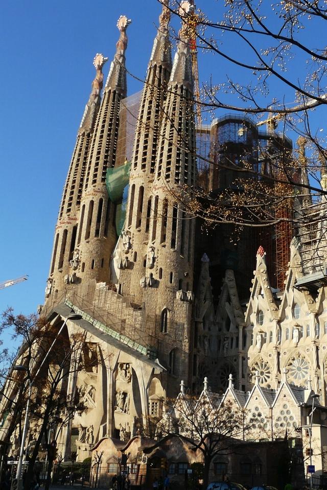 Sagrada Familia 3W.jpg  La Sagrada Familia