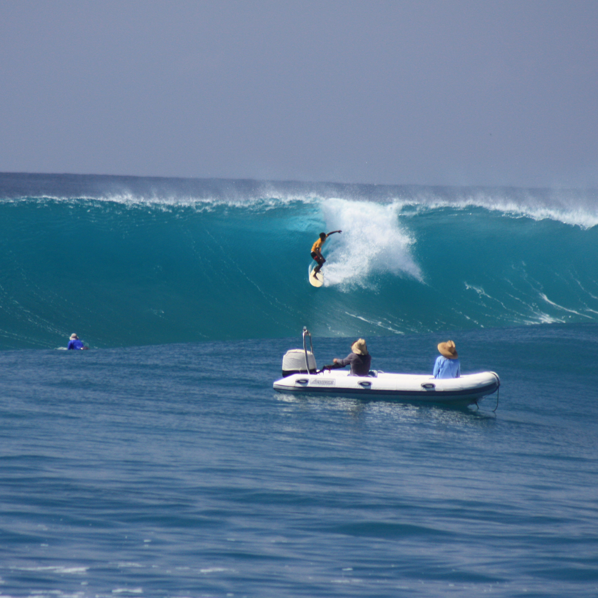 Blue-Bowls-Surfing-3Wallpapers-iPad