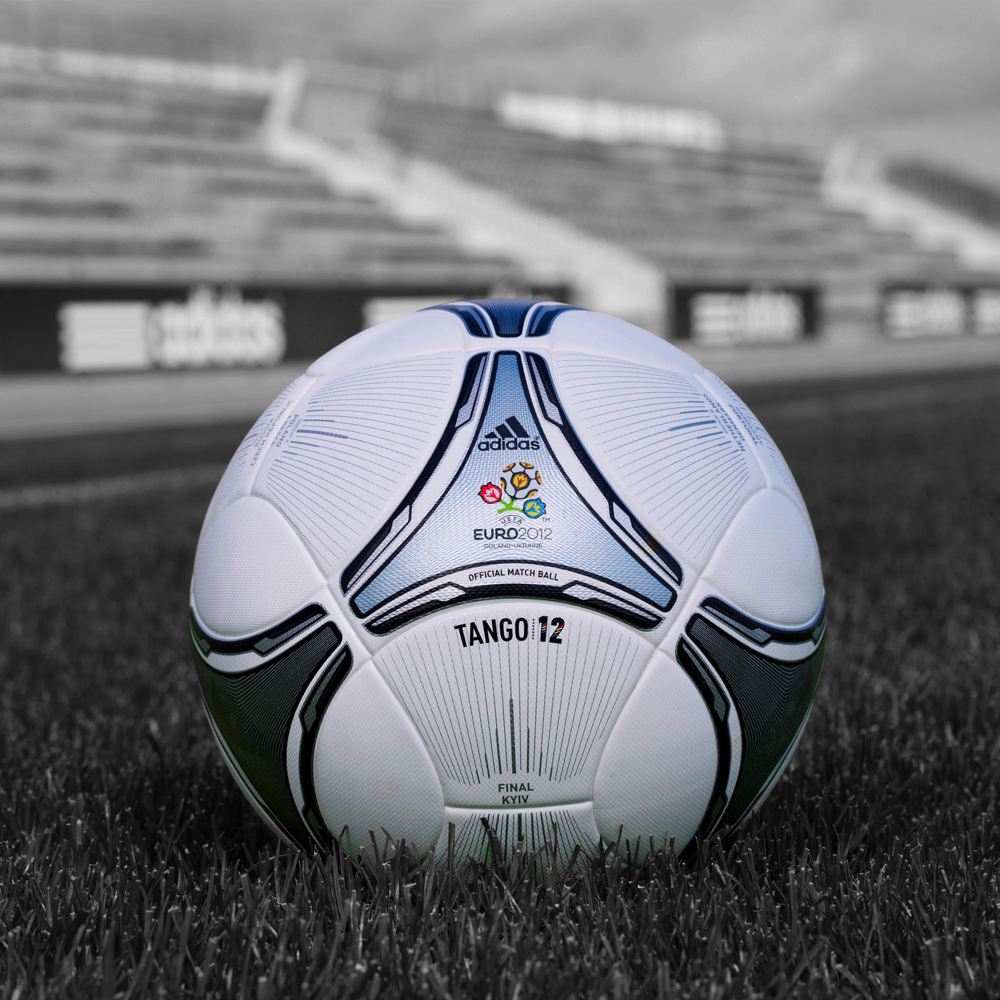Final-Ball-Euro-2012-3Wallpapers-iPad