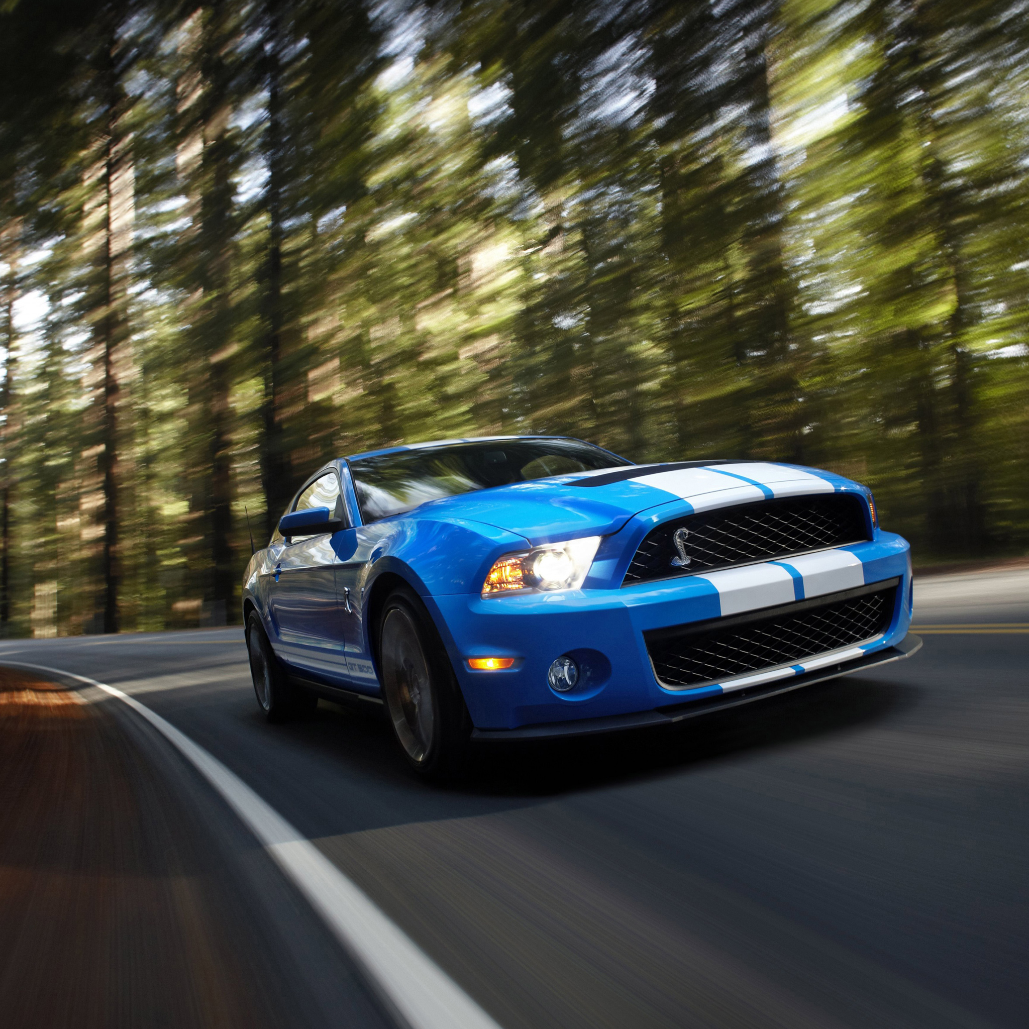 Ford-Mustang-Shelby-GT500-3Wallpapers-iPad