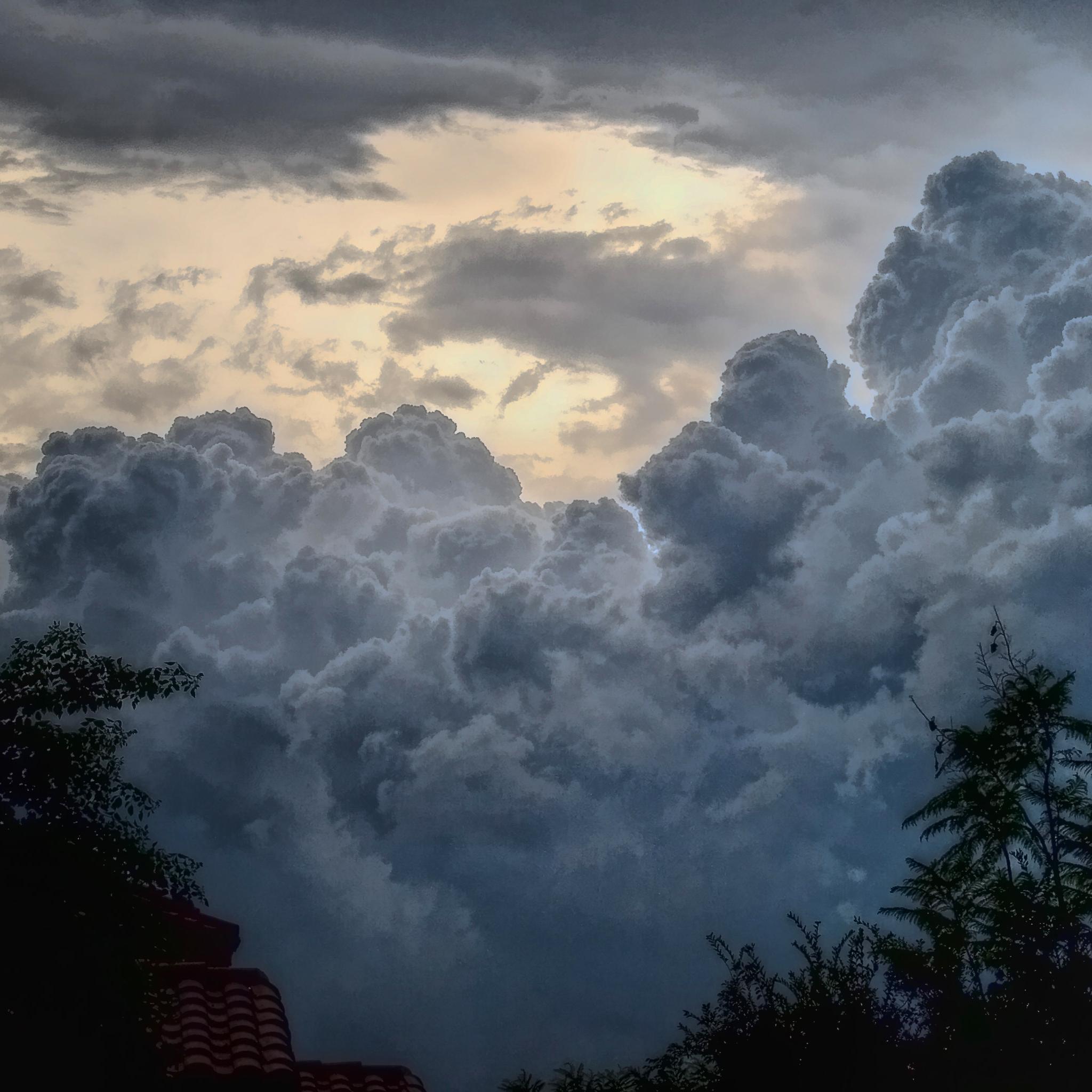 Storm-Cloud-3Wallpapers-iPad
