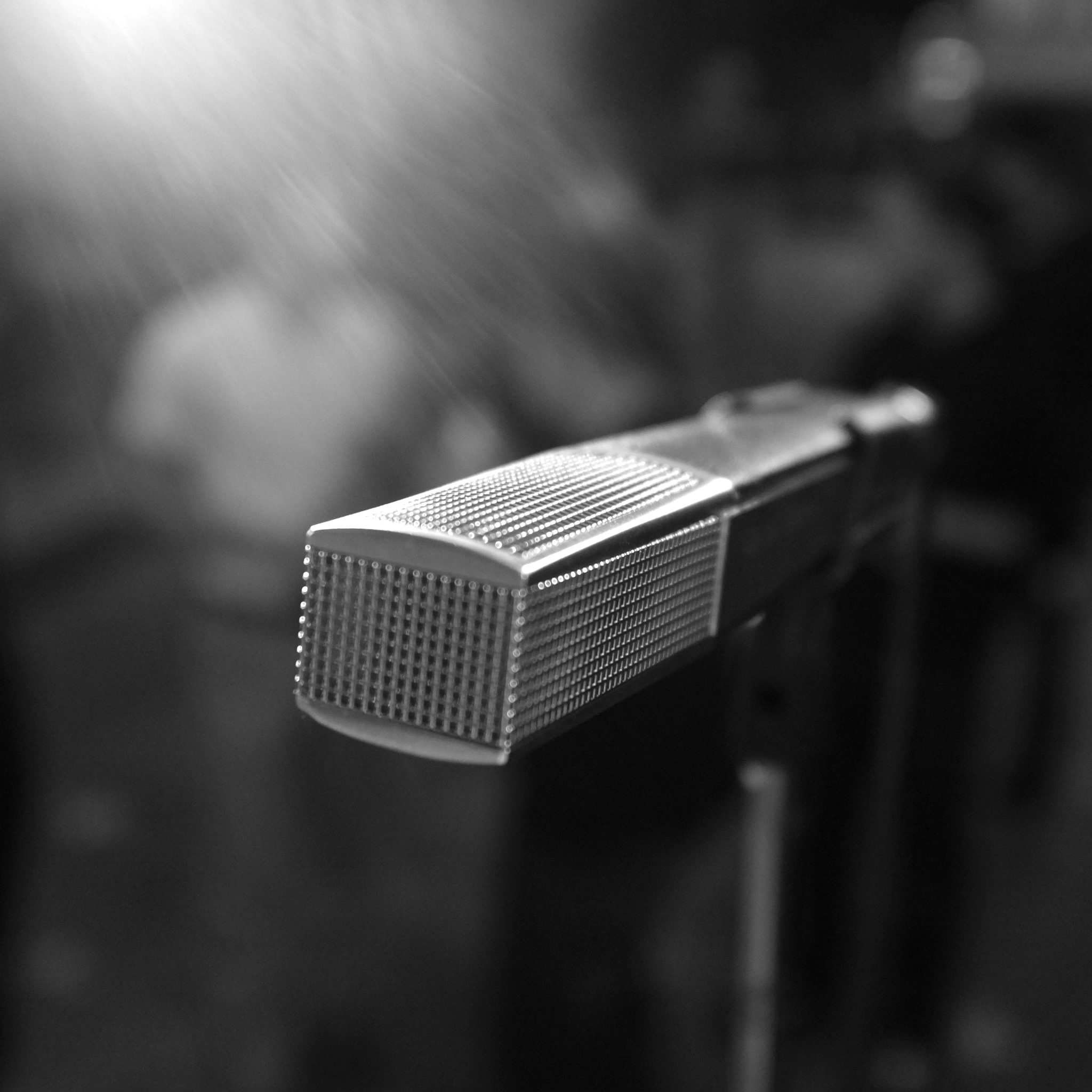 Microphone-3Wallpapers-iPad-Retina