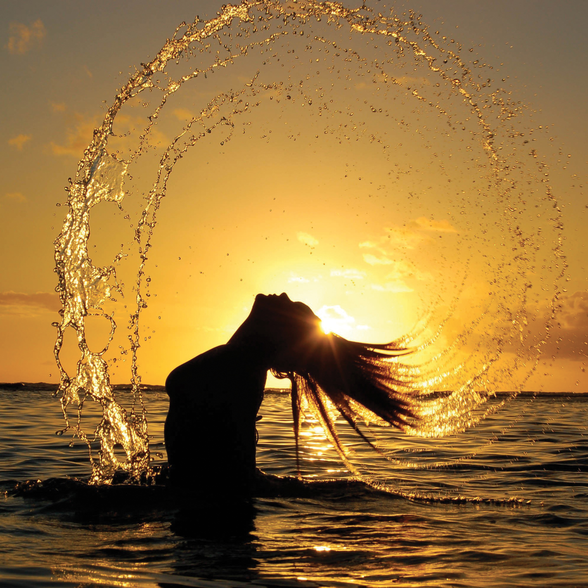 Girl-on-Sunshine-Water-3Wallpapers-iPad-Retina