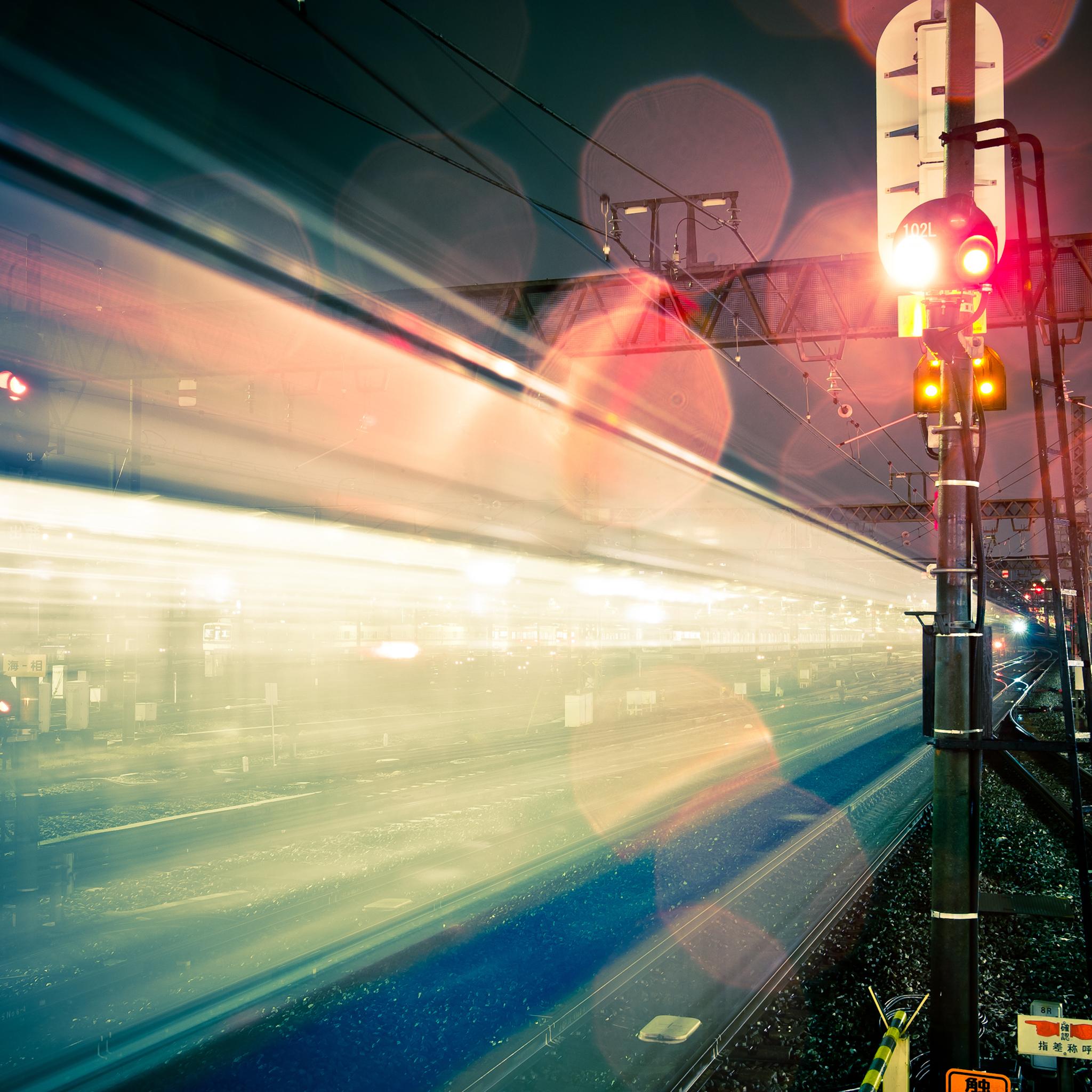 Japan-Train-3Wallpapers-iPad-Retina