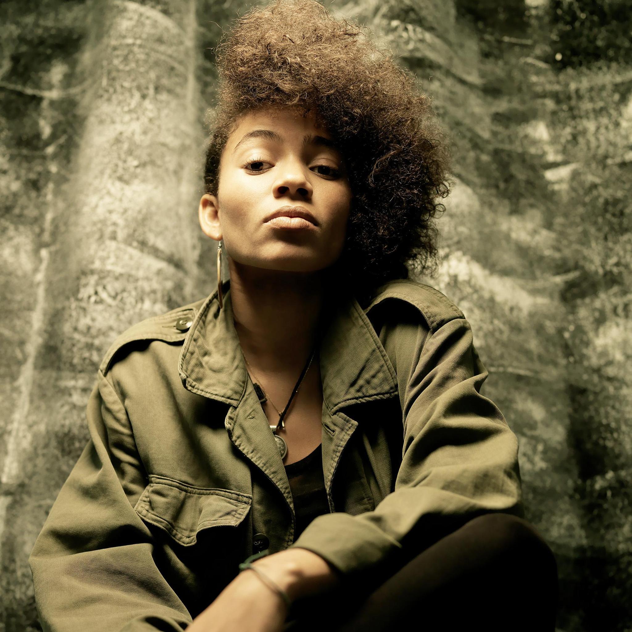 Nneka-3Wallpapers-iPad-Retina