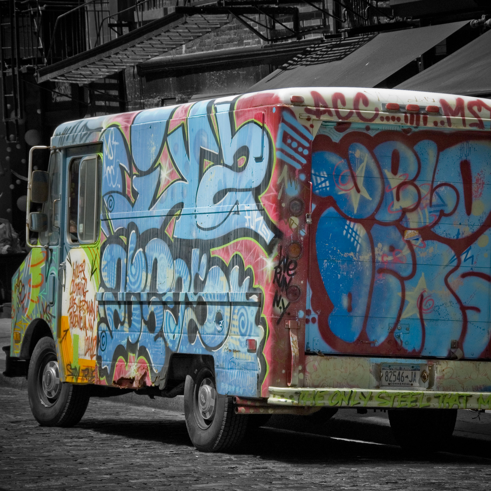 Graff-Truck-3Wallpapers-iPad-Retina