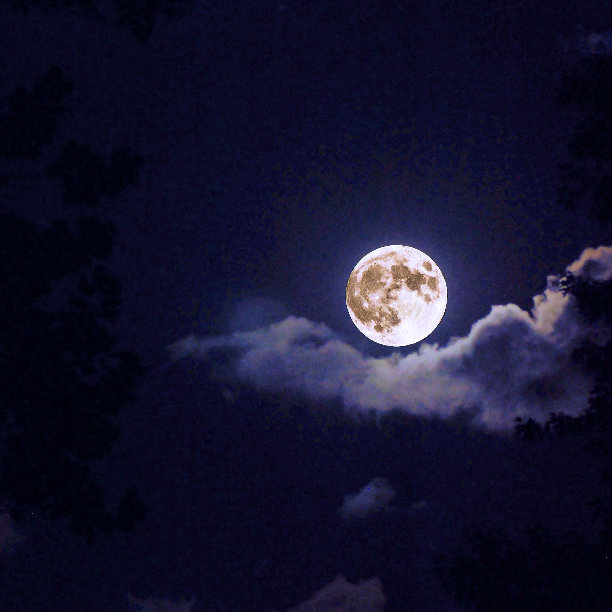 Moon-Out-Tonight-3Wallpapers-iPad-Retina