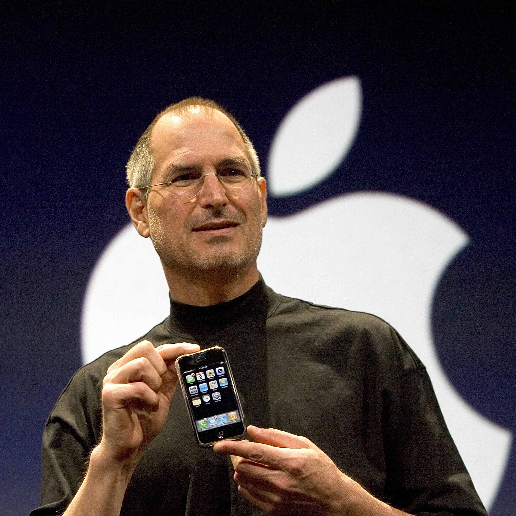 Steve-Jobs-First-iPhone-3Wallpapers-iPad-Retina