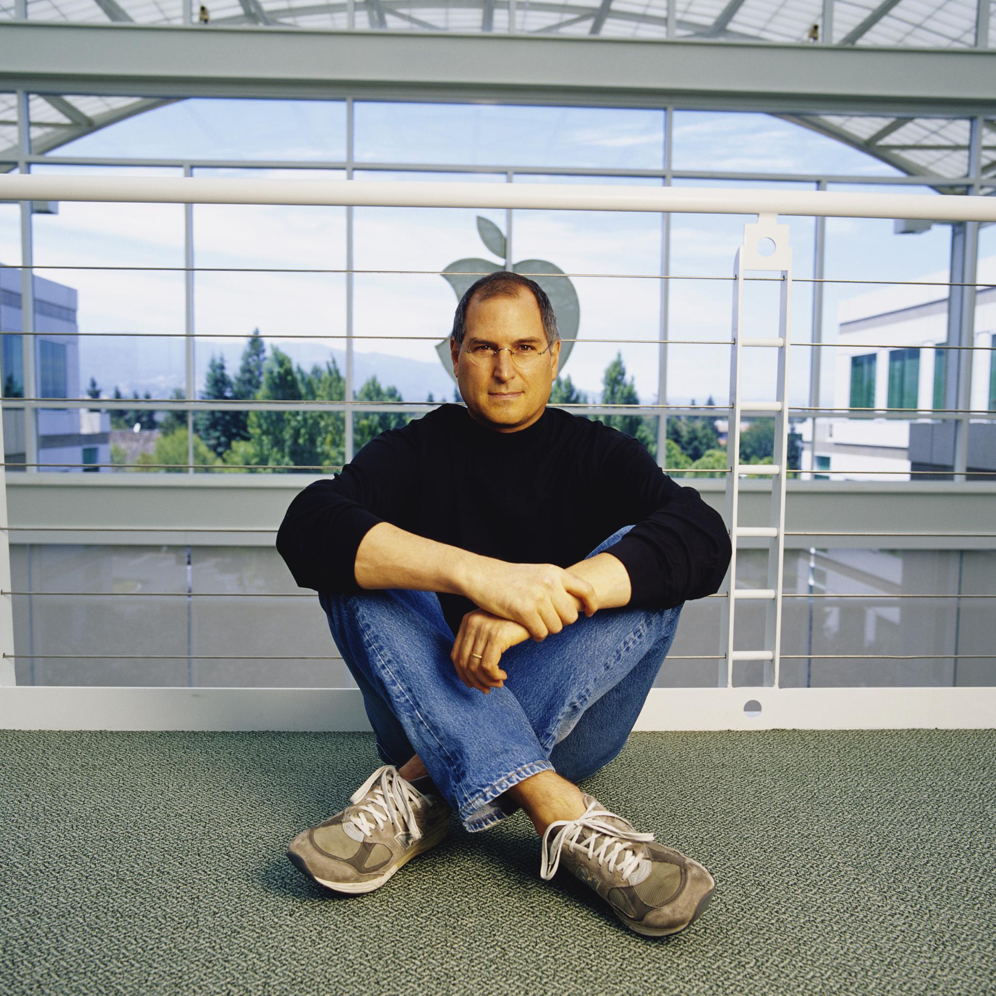Steve-Jobs-in-Apple-3Wallpapers-iPad-Retina