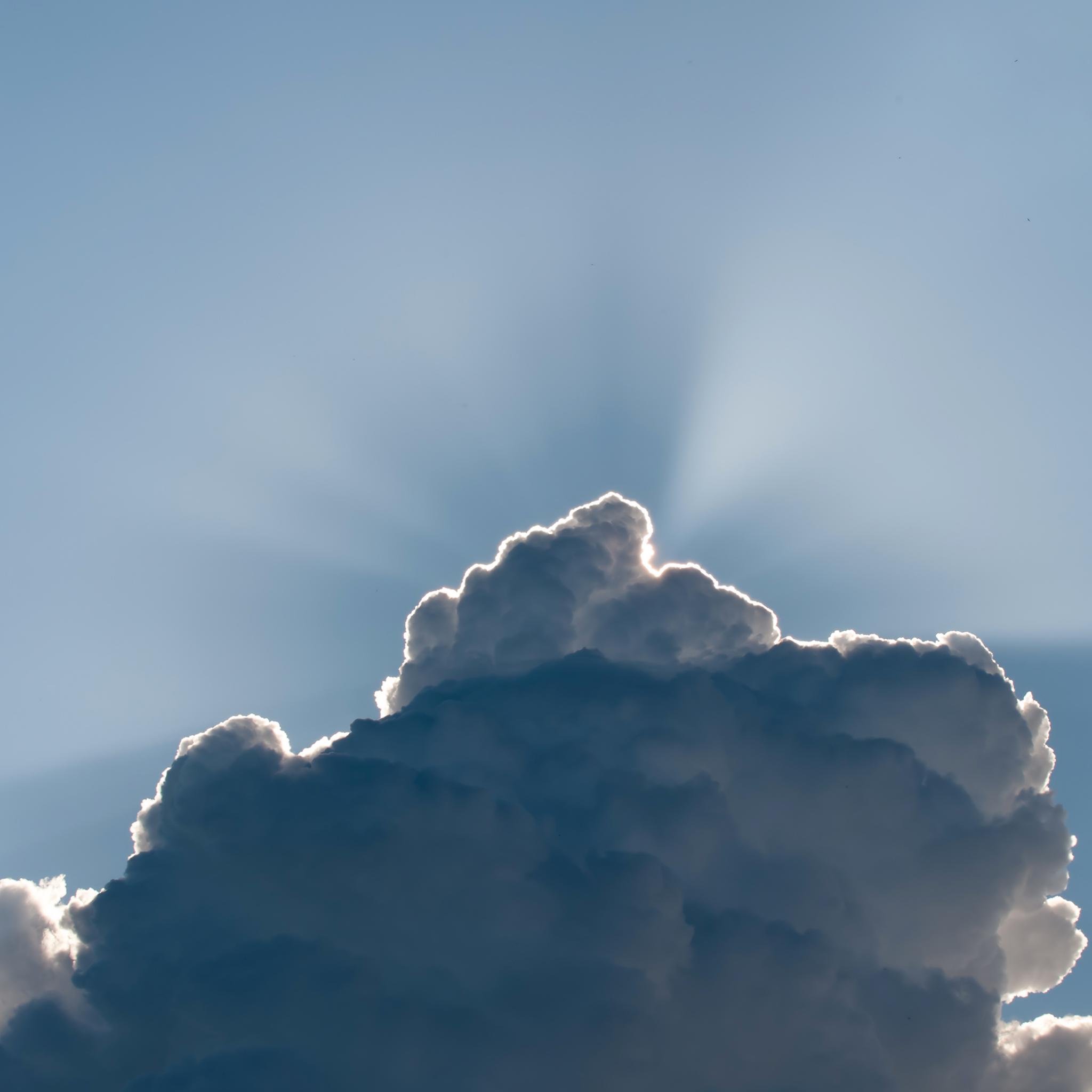 Cloud-Lightining-3Wallpapers-iPad-Retina