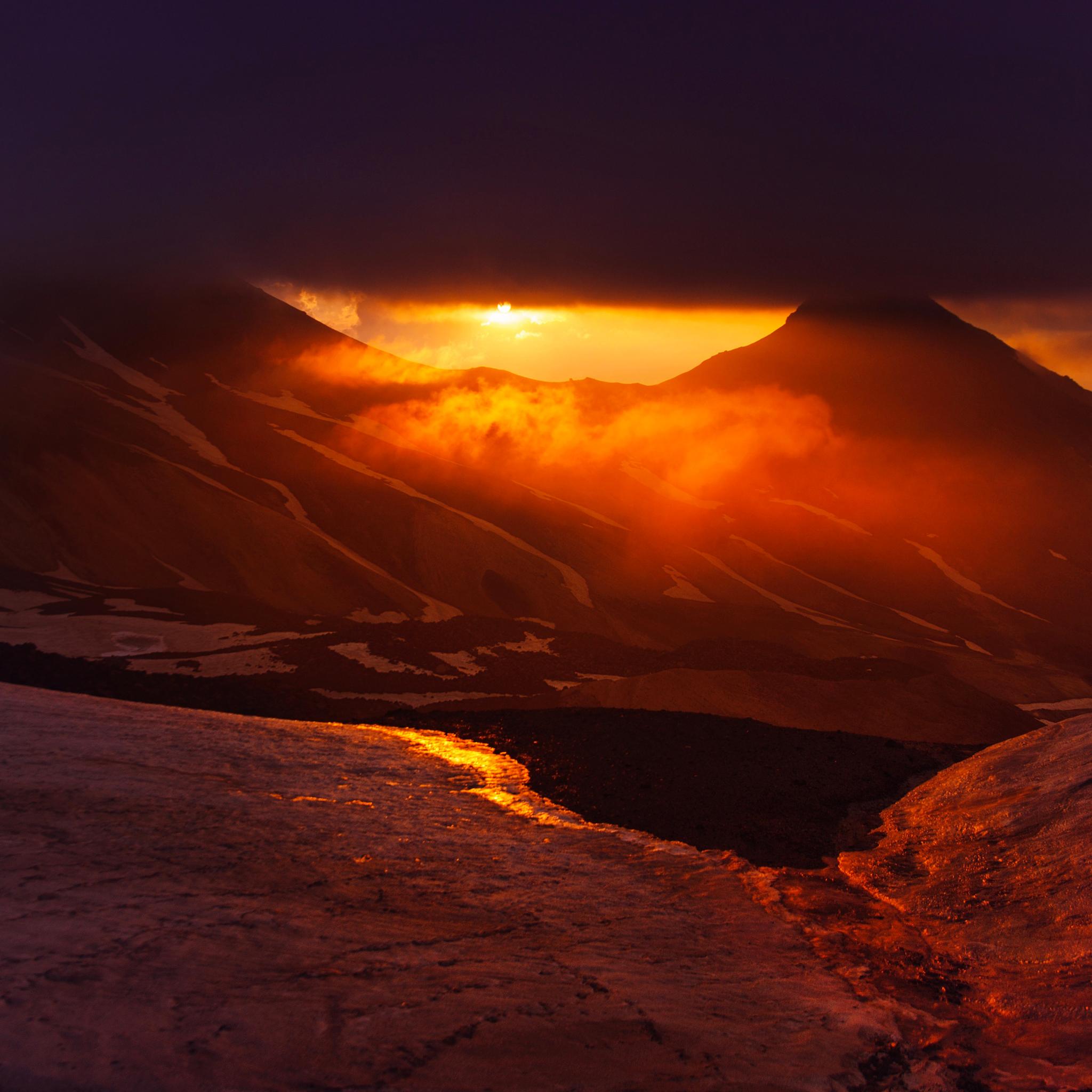 Mount_Aragats-3Wallpapers-iPad-Retina