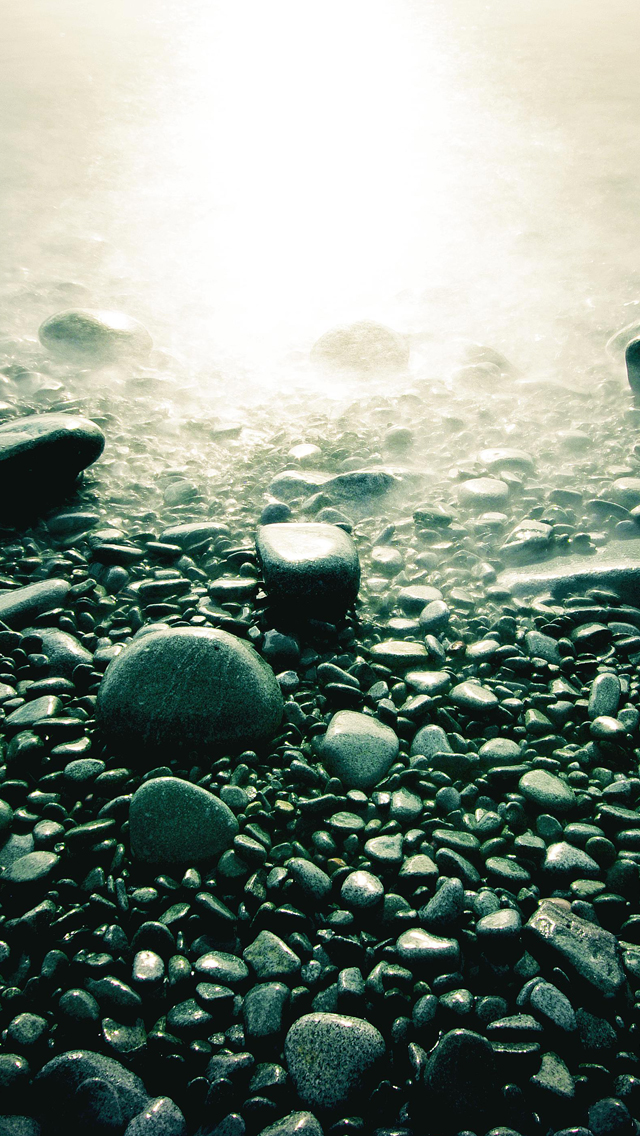 Stones-in-Beach-3Wallpapers-iPhone-5