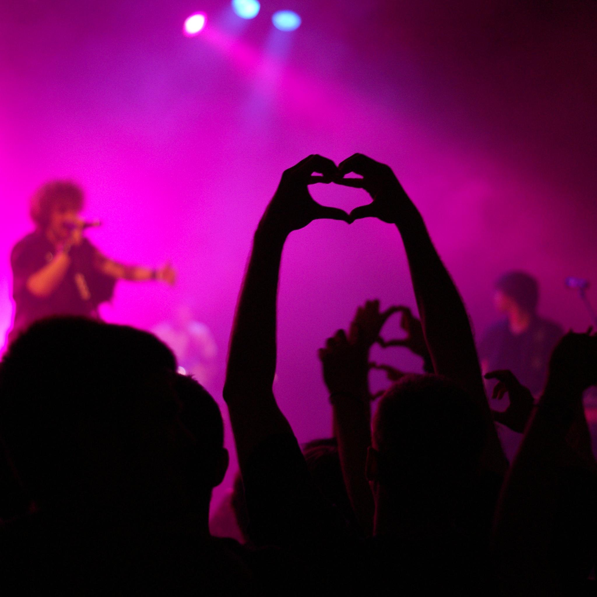 Love Concert 3Wallpapers ipad Retina Love Concert   iPad Retina