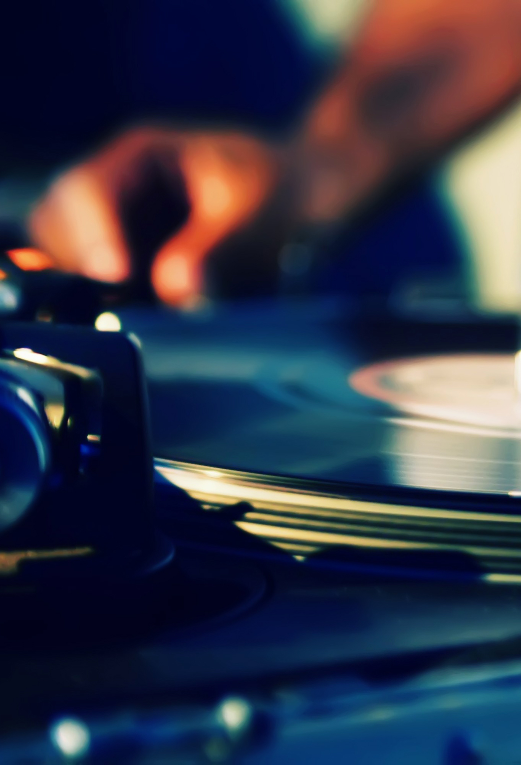 DJ Turntables Plate Hands Music 3Wallpapers iphone Parallax DJ Turntables Plate Hands Music