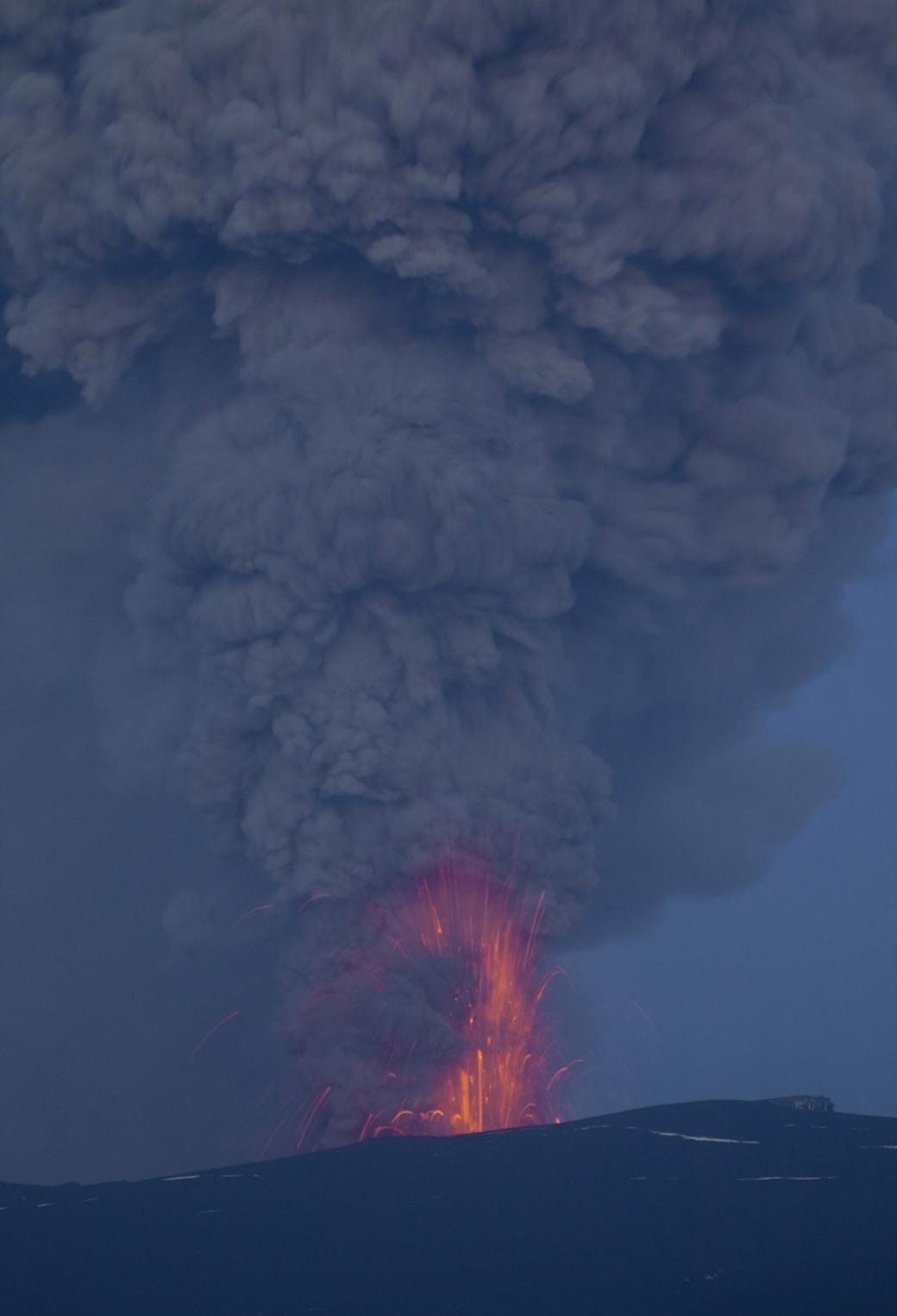 Eruption in Eyjafjallajokull 3Wallpapers iPhone Parallax Eruption in Eyjafjallajokull