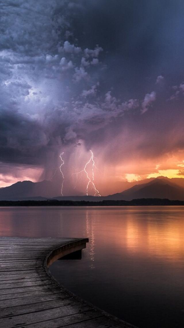 Lightning 3Wallpapers iPhone parallax Lightning