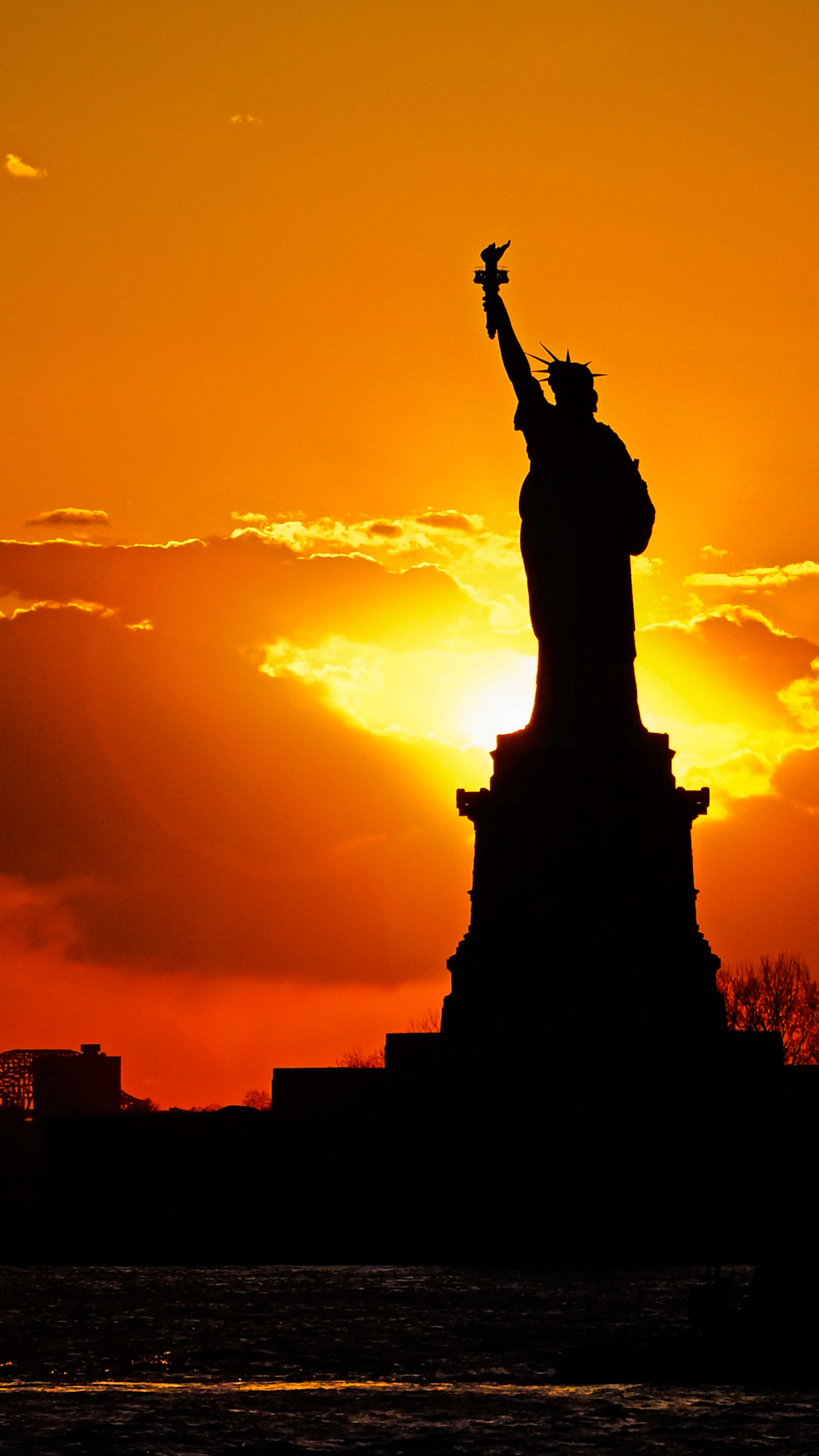 Sunset behind Statue of Liberty 3Wallpapers iPhone Parallax Sunset behind Statue of Liberty