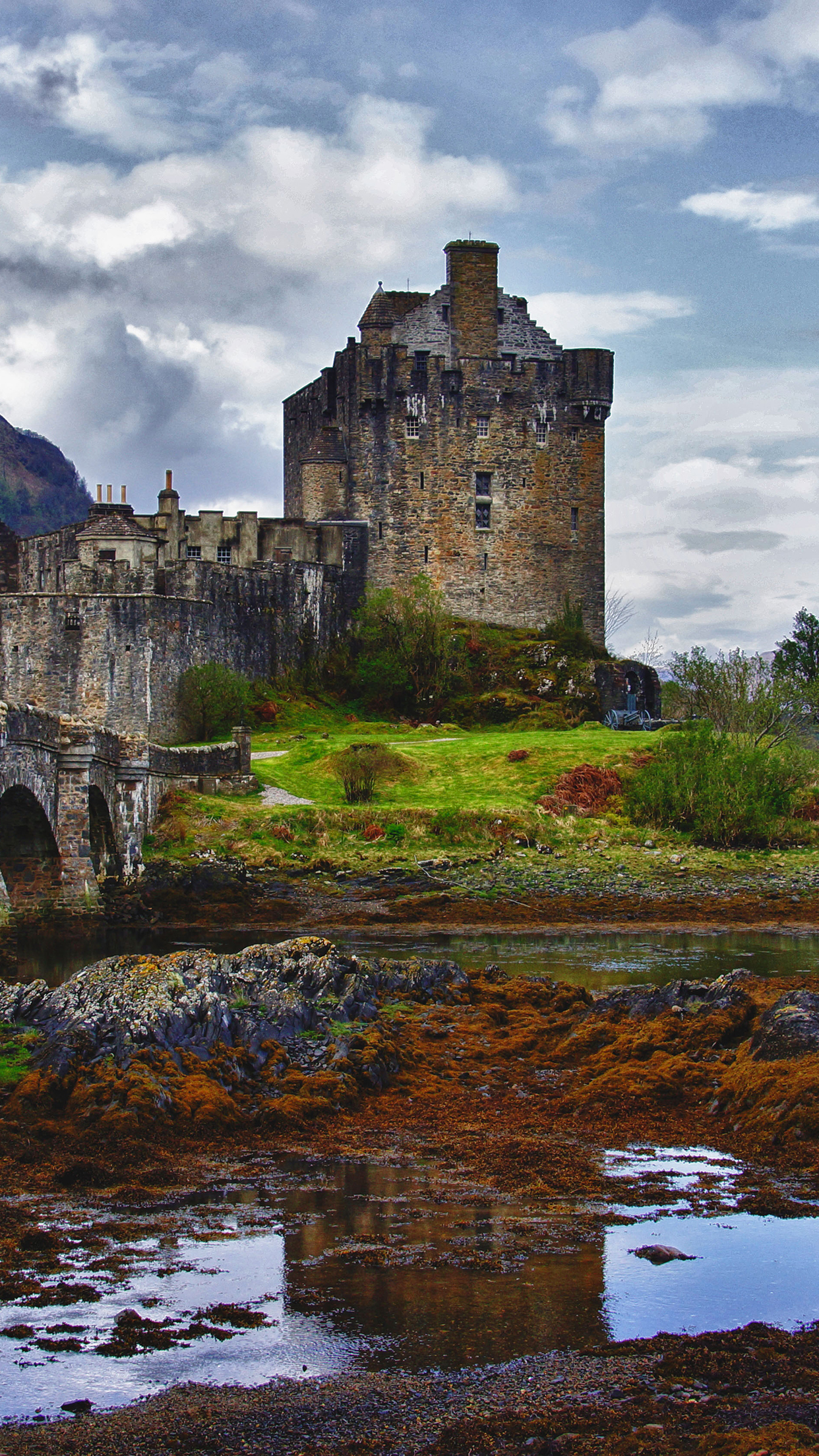 Castle Bridge iPhone 3Wallpapers Parallax Castle Bridge