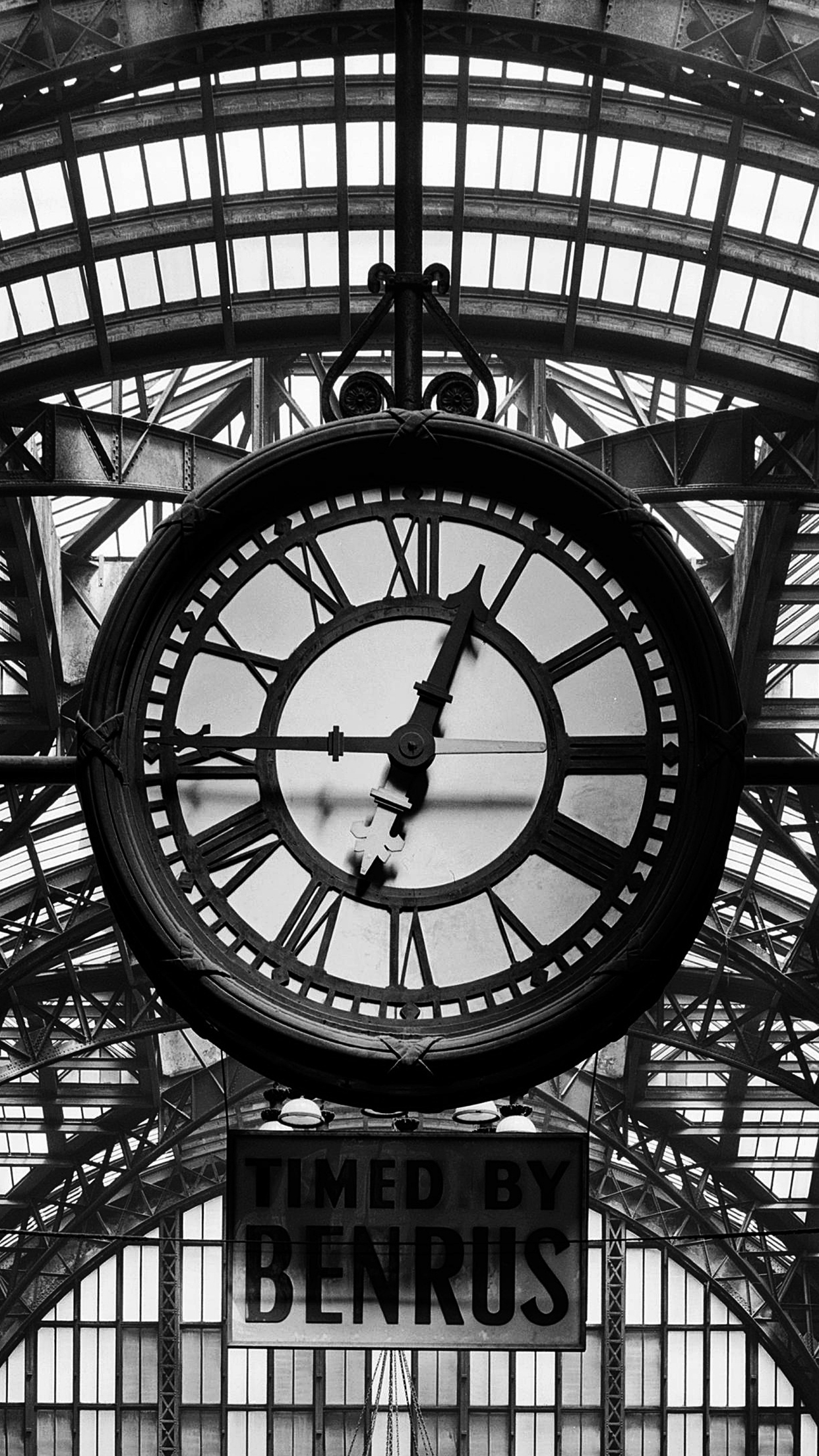 Clock Penn Station iPhone 3Wallpapers Parallax Clock Penn Station
