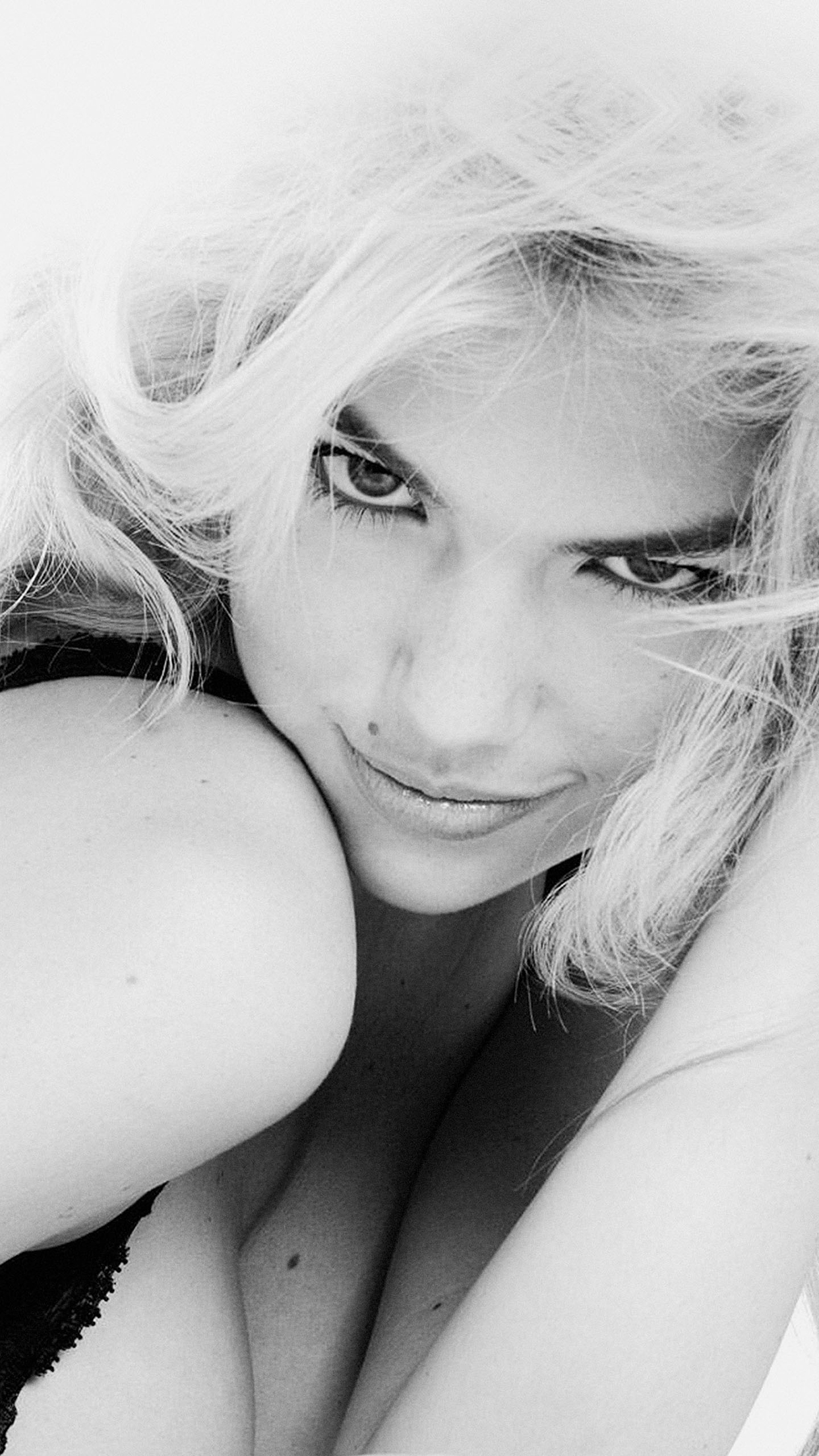Kate Upton Smile iPhone 3Wallpapers Parallax Kate Upton Smile