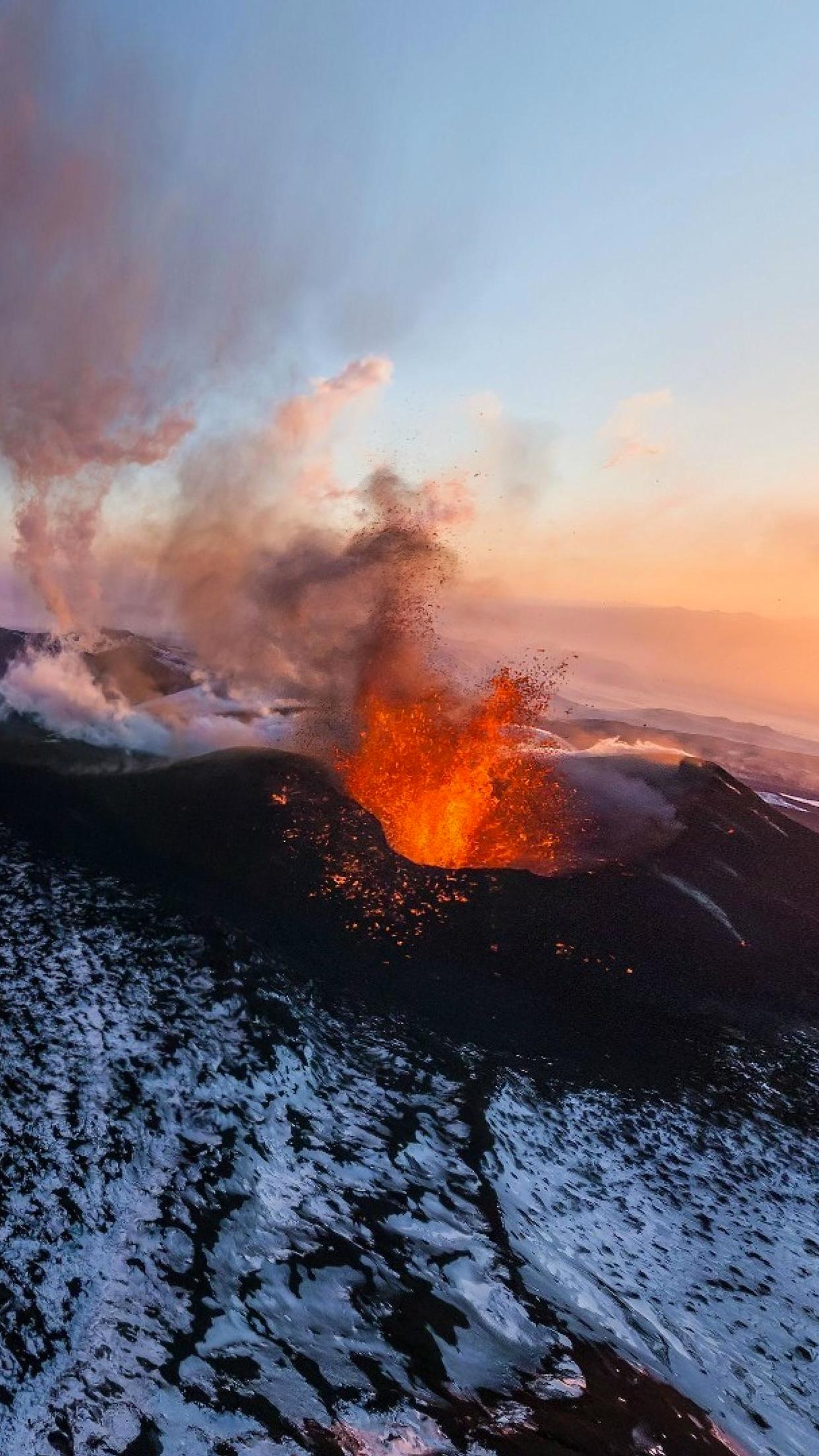 Volcano Winter iPhone Parallax 3Wallpapers Volcano Winter