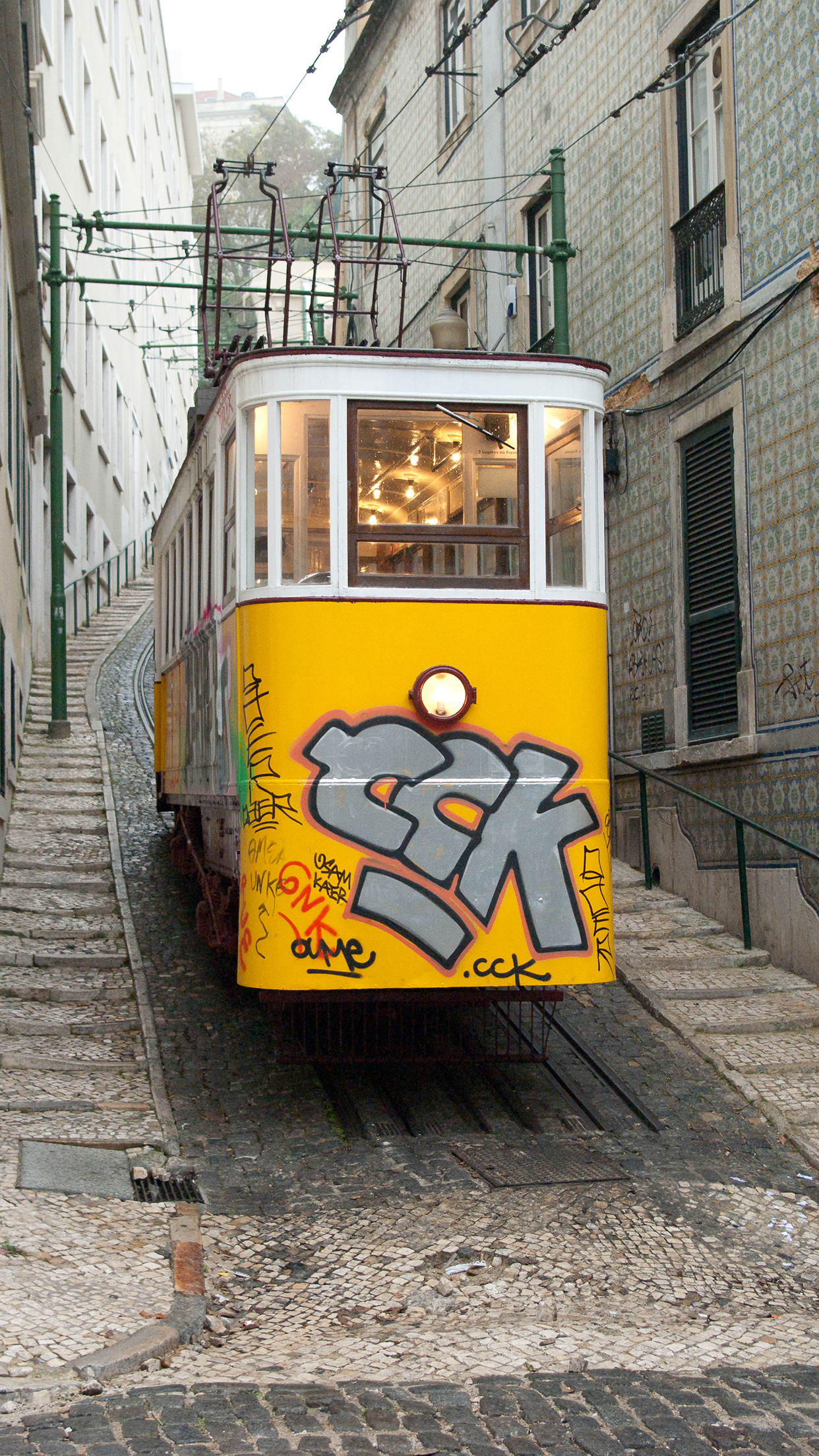 Lisboa Street iPhone 3Wallpapers Parallax Lisboa Street