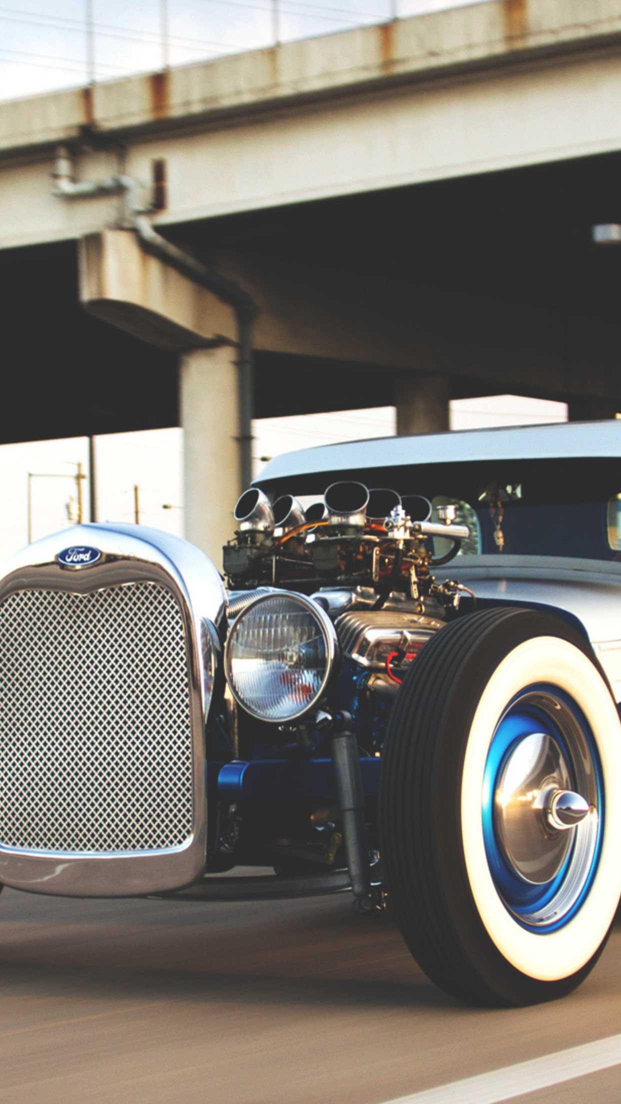 old car 1 3Wallpapers iPhone Parallax Old Car 3