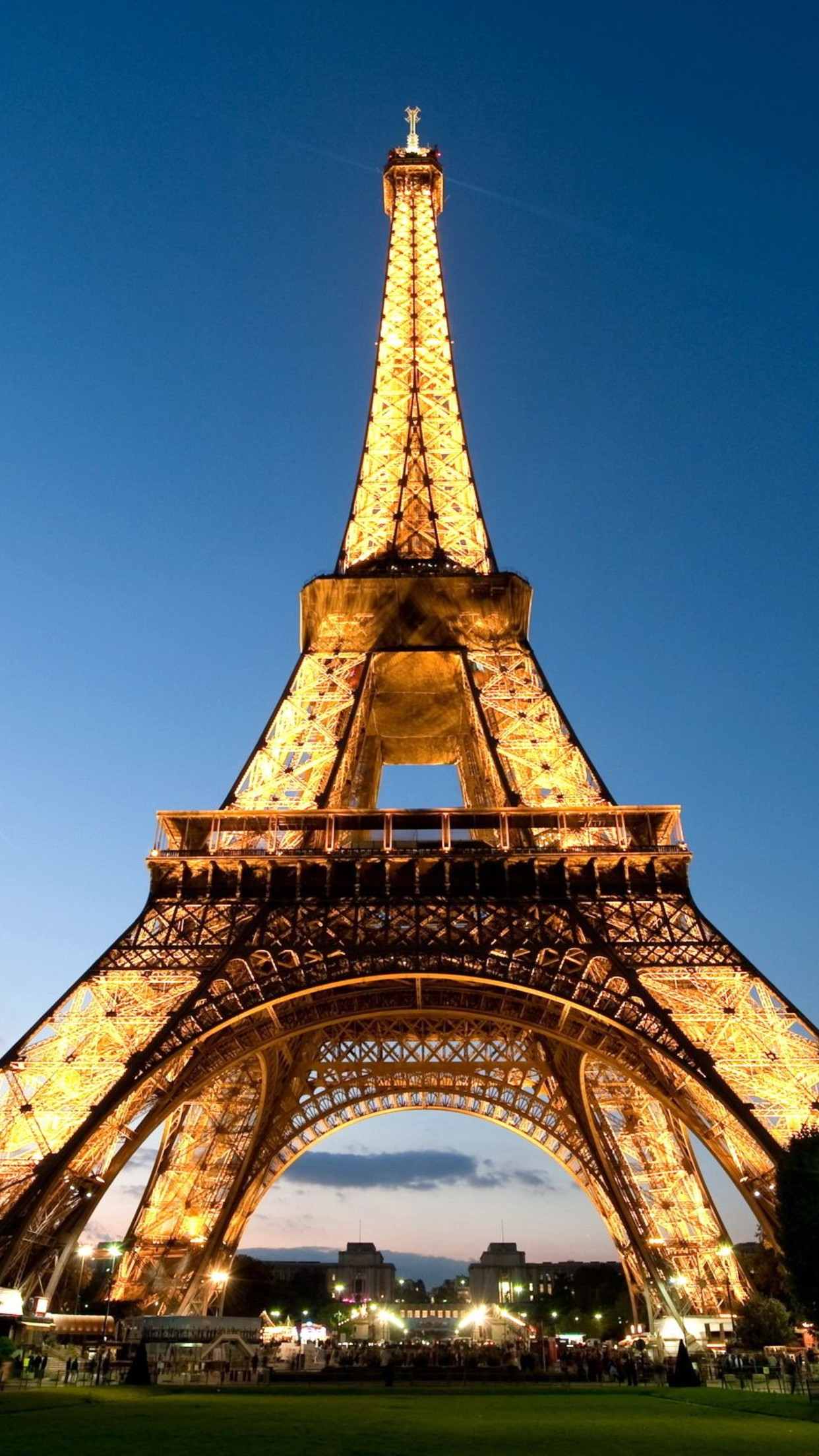 Eiffel Tower Full Of Lights Symbol Of Paris 3wallpapers Iphone