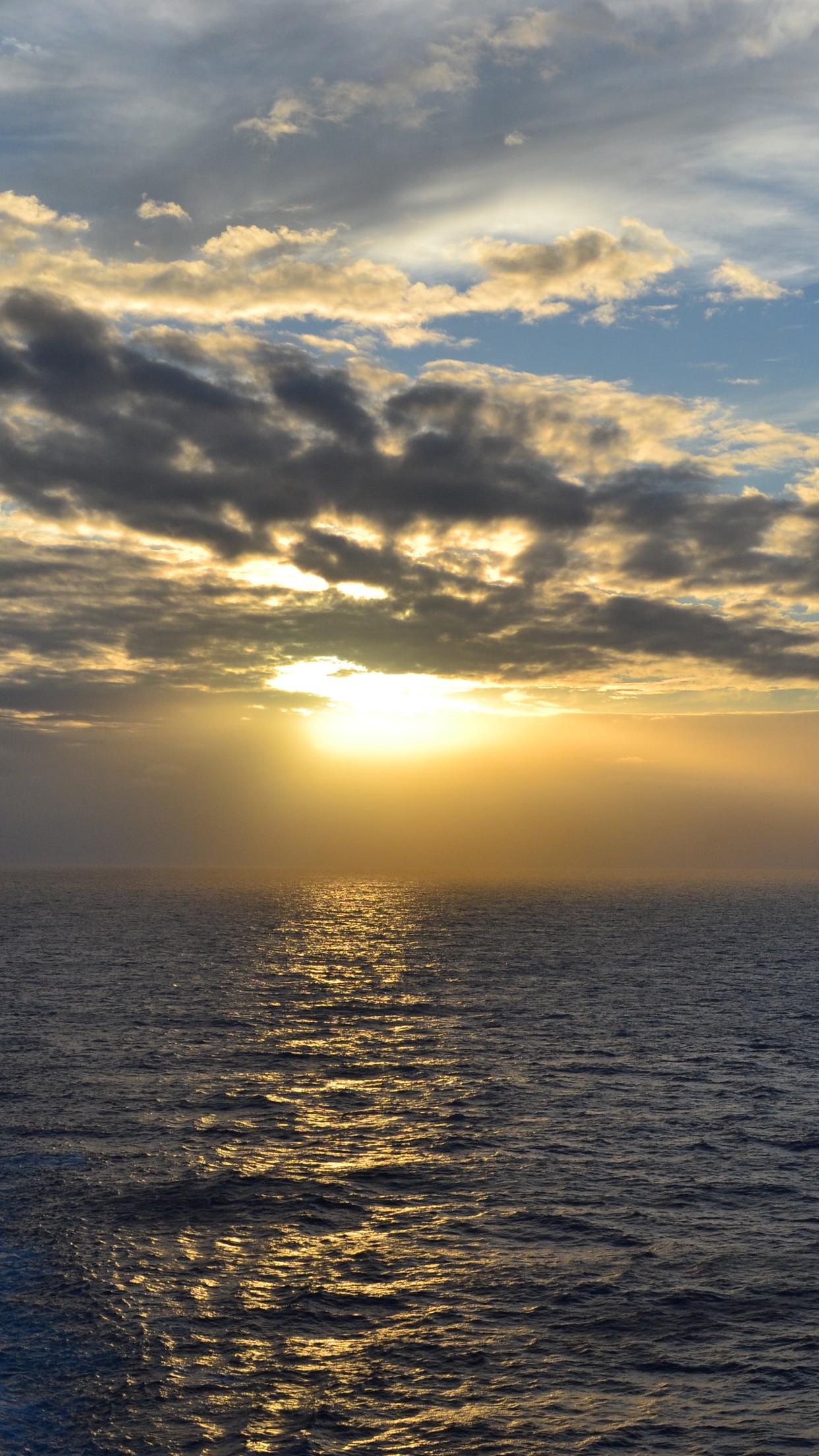 sunset sea 3Wallpapers iPhone Parallax Sunset Sea