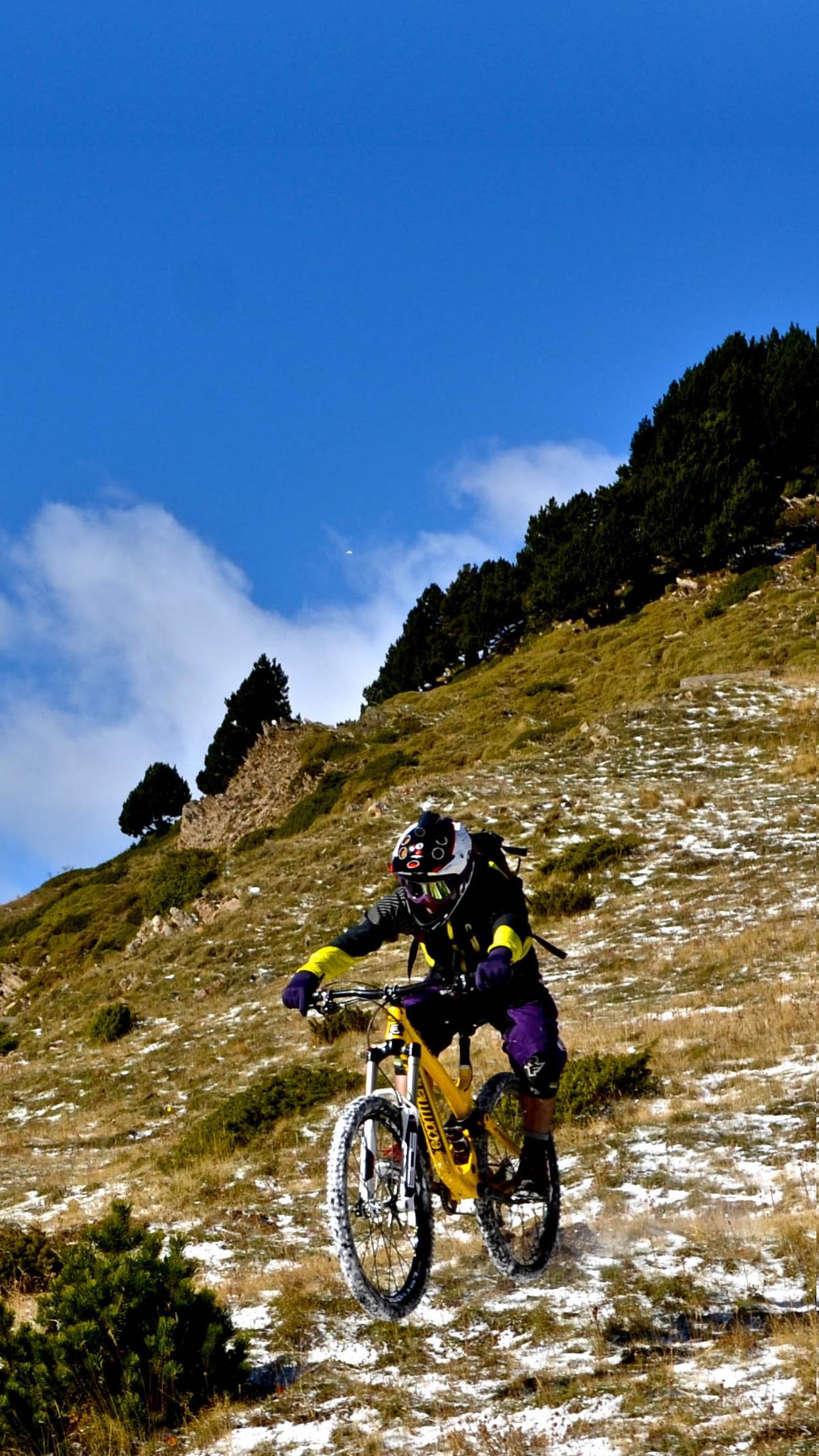 bike mountain 3Wallpapers iPhone Parallax Bike Mountain