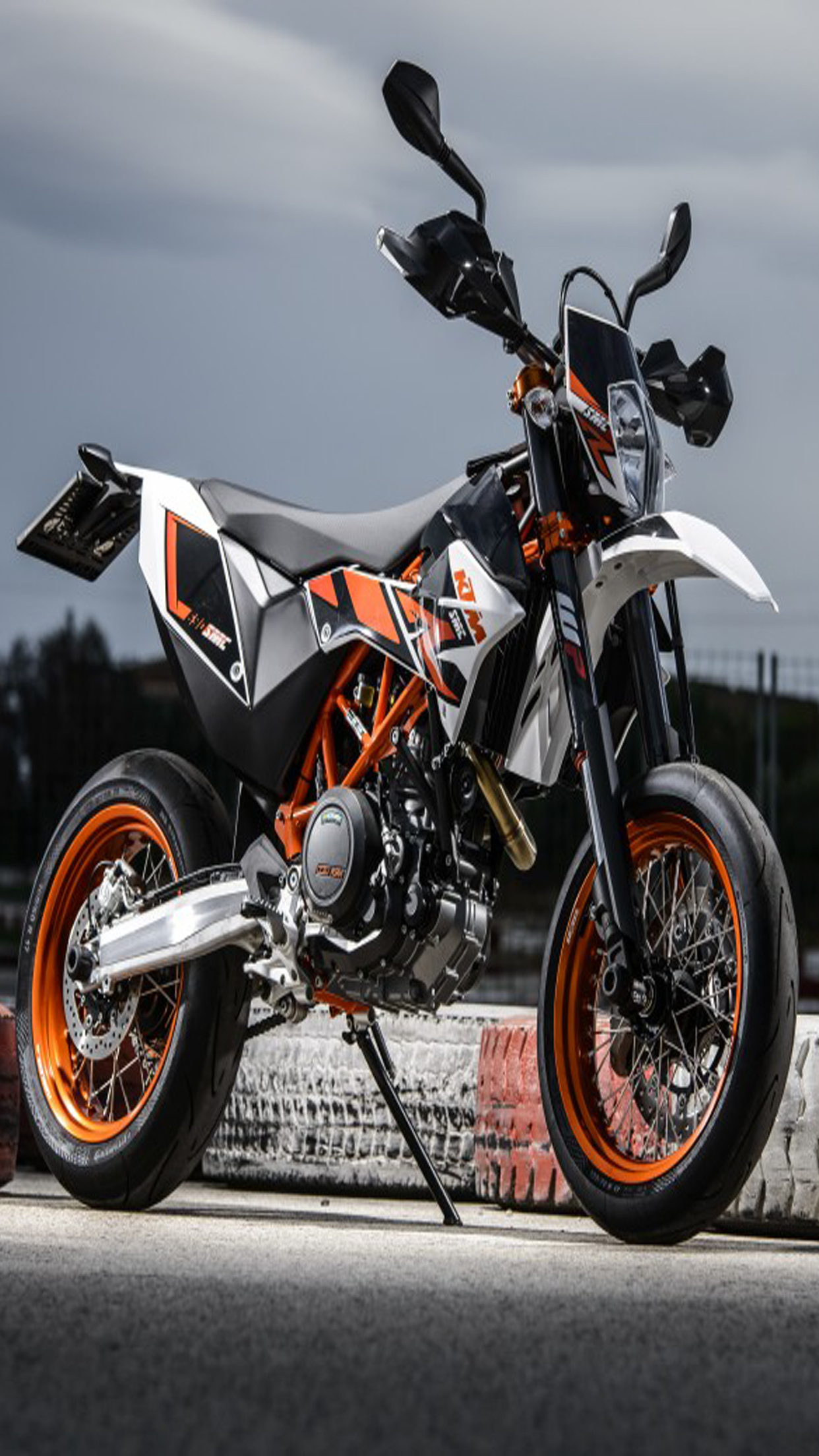ktm 690 smc r 3 wallpaper for iphone x 8 7 6 free download on 3wallpapers. Black Bedroom Furniture Sets. Home Design Ideas