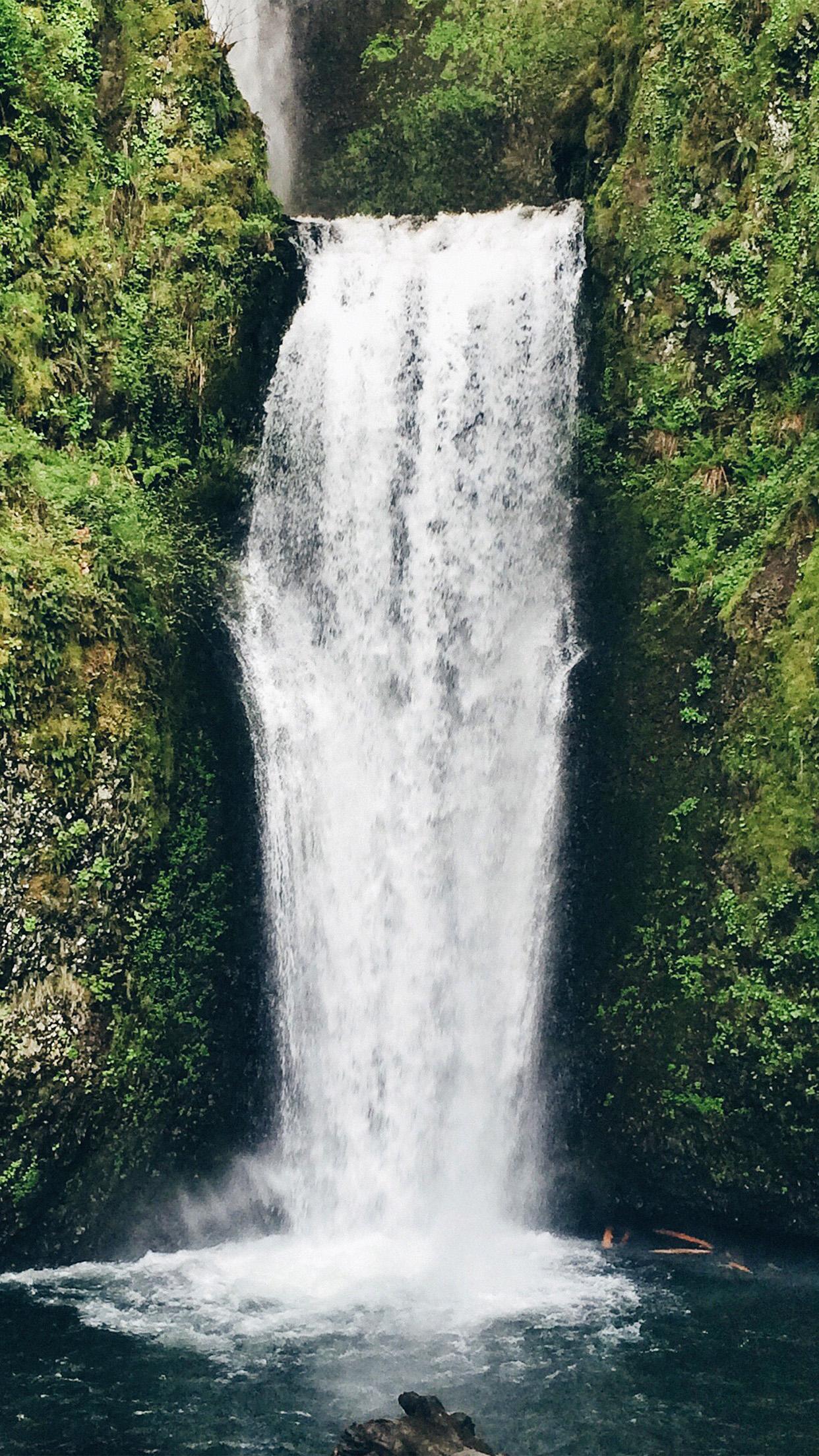 Waterfall Green Nature 3Wallpapers iPhone Parallax 3Wallpapers : notre sélection de fonds d'écran du 04/12/2016