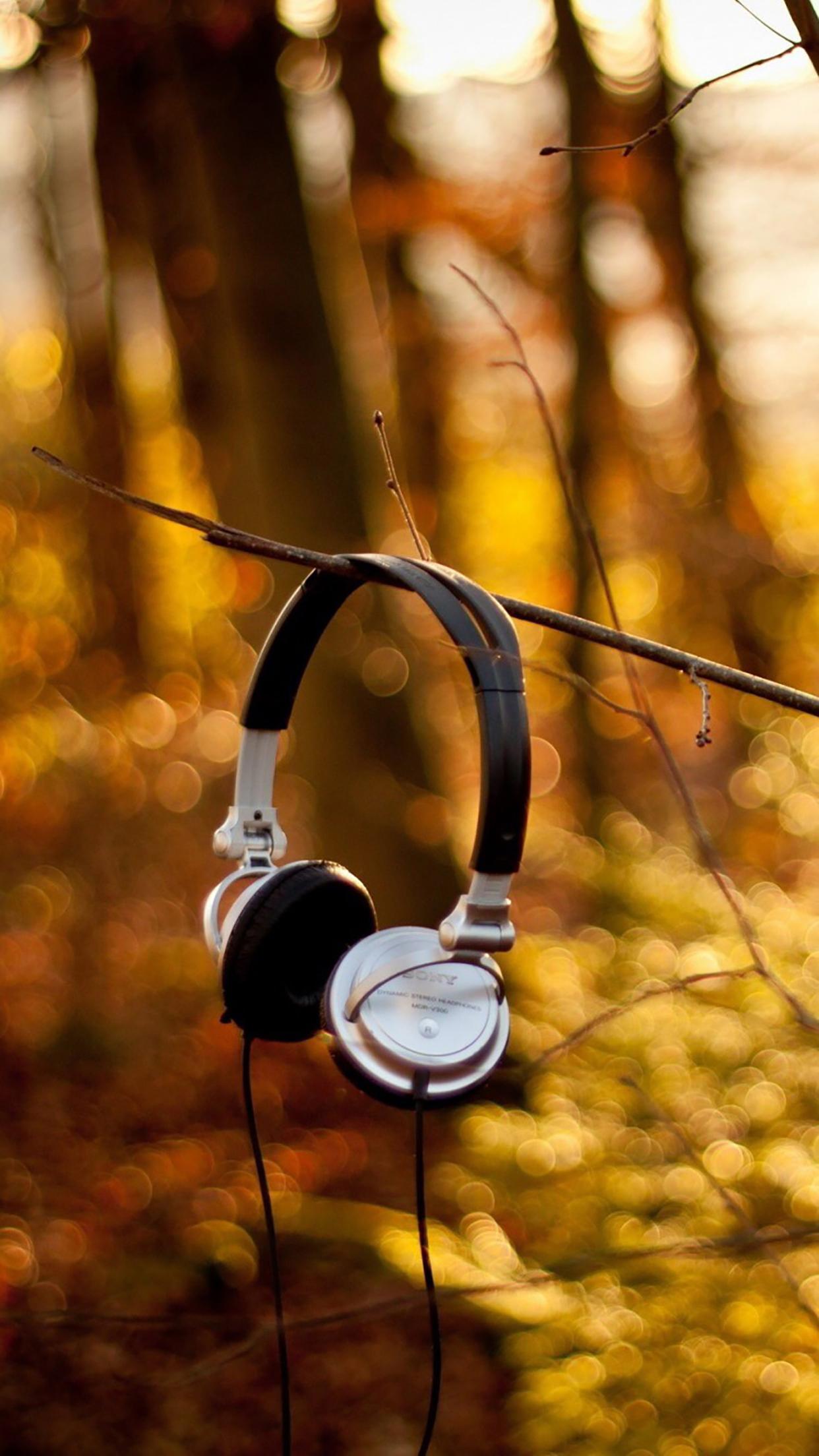 Headphones On Branch 3Wallpapers iPhone Parallax Headphones : On Branch