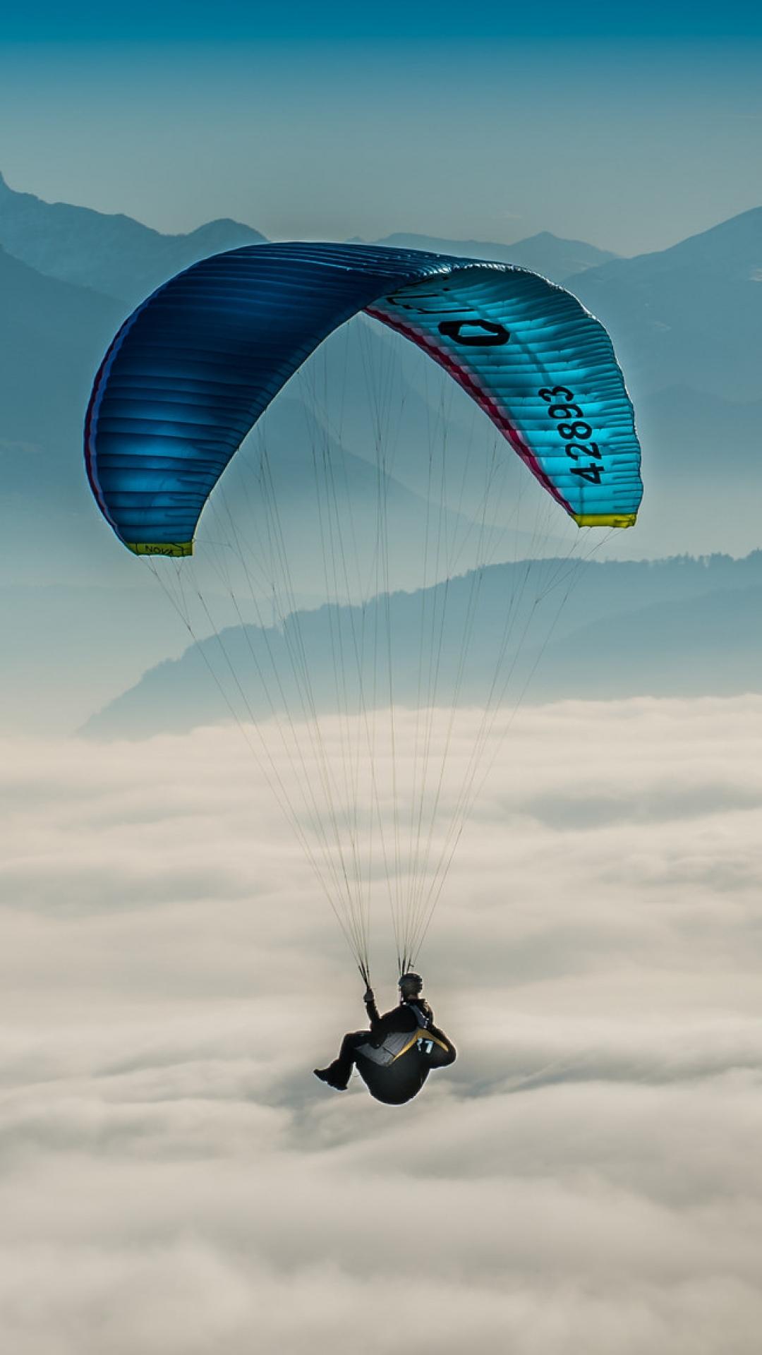 paragliding sky clouds 108156 1080x1920 3Wallpapers : notre sélection de fonds d'écran du 18/09/2017