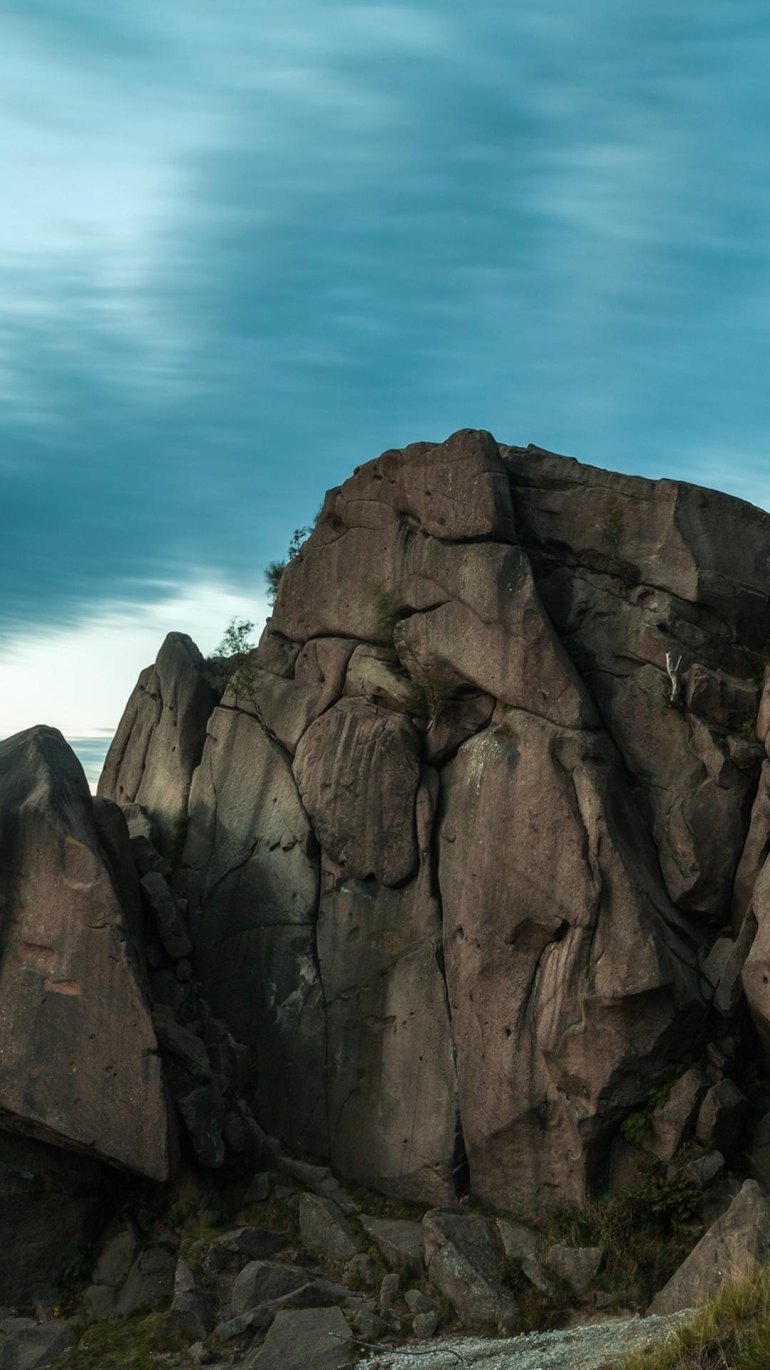 rocks trees clouds evening 84814 1080x1920 3Wallpapers : notre sélection de fonds d'écran du 29/09/2017