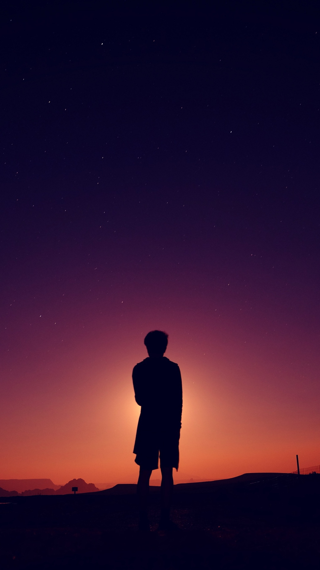 silhouette man night 115446 1080x1920 3Wallpapers : notre sélection de fonds décran du 15/09/2017
