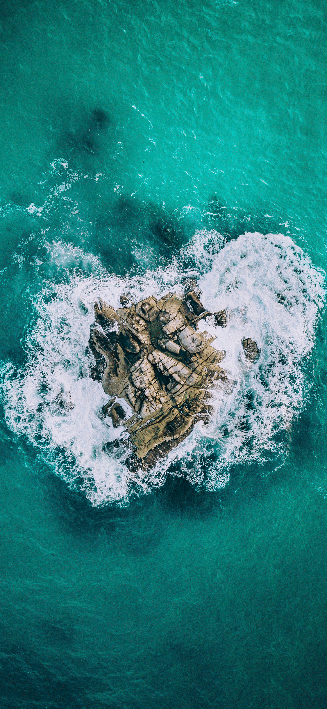 iPhone wallpaper aerial photos island heart Fonds d'écran iPhone du 18/09/2018