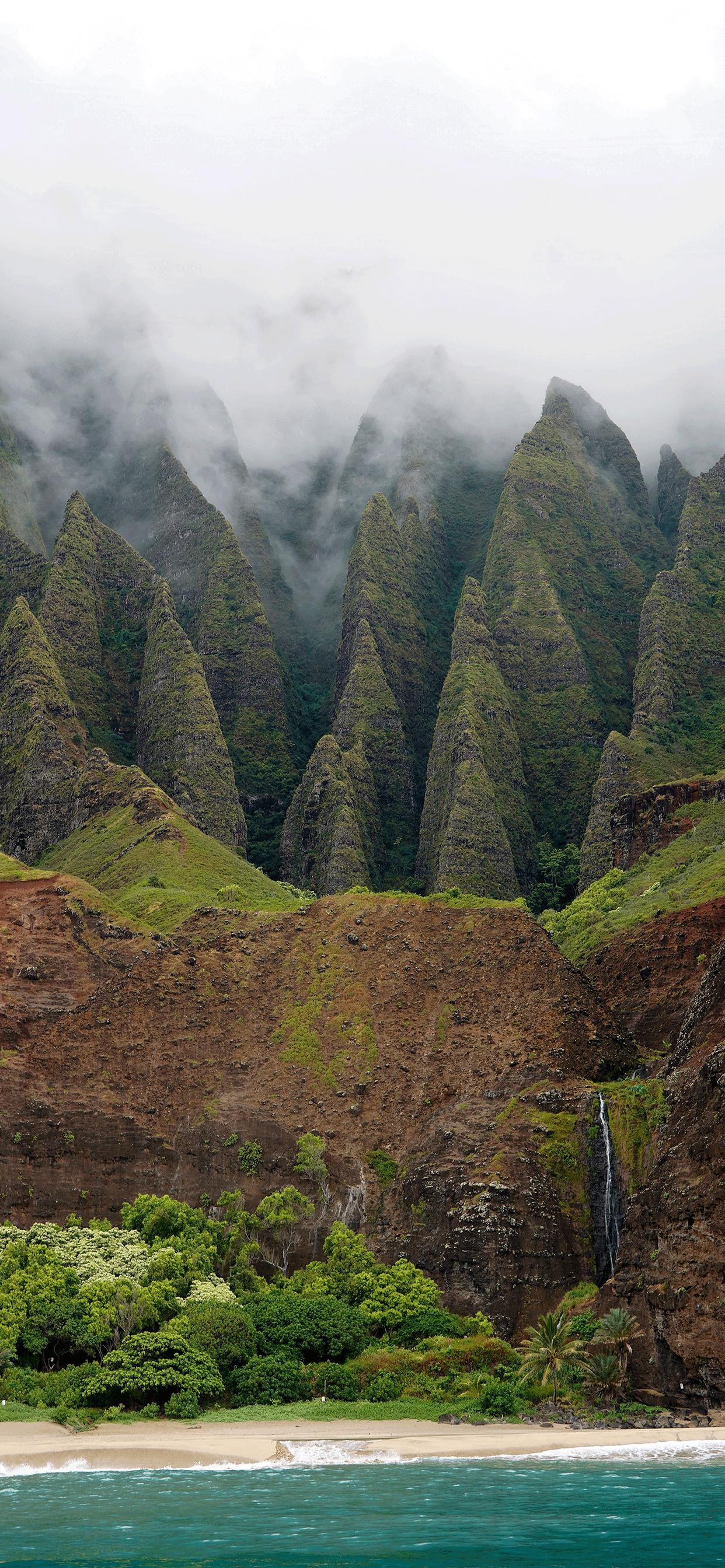 iPhone wallpaper Na%CC%84 Pali Coast fog Fonds d'écran iPhone du 29/03/2019